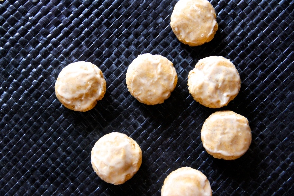 Skinny Cookie Donuts by Skinny Girl Standard, a low calorie food blog.